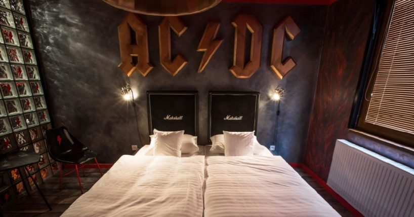 Marshall reprobedny a logo AC/DC